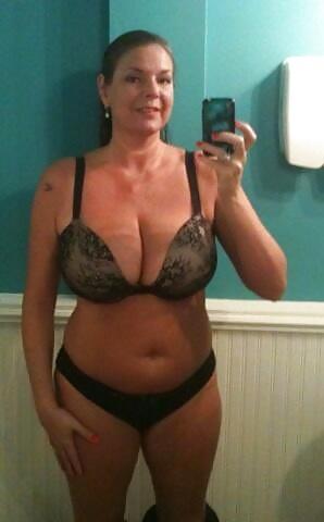 Sexy mature cam slut taking a selfie